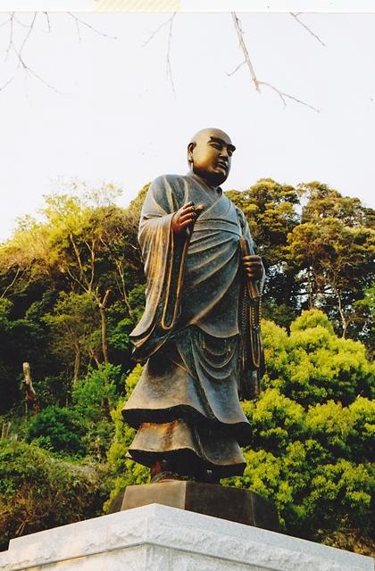 源日蓮聖人説法像(にちれんしょうにんどうぞう)